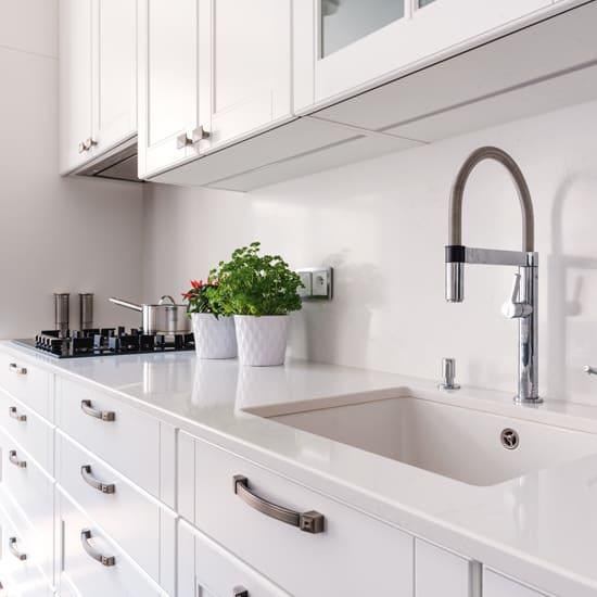 белая кухня стиль неоклассика