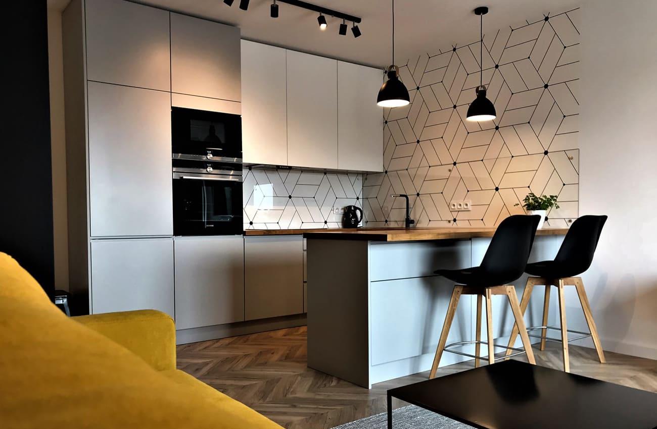 современная серая кухня в интерьере