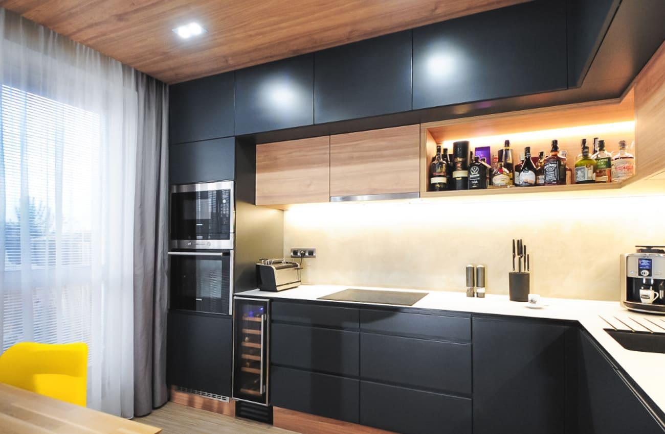 графитовая кухня под потолок