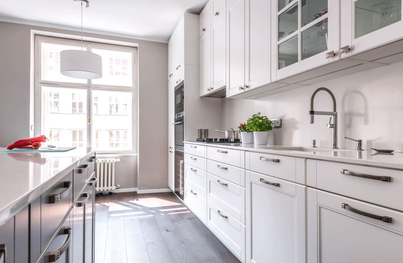белая кухня в стиле современная кулассика