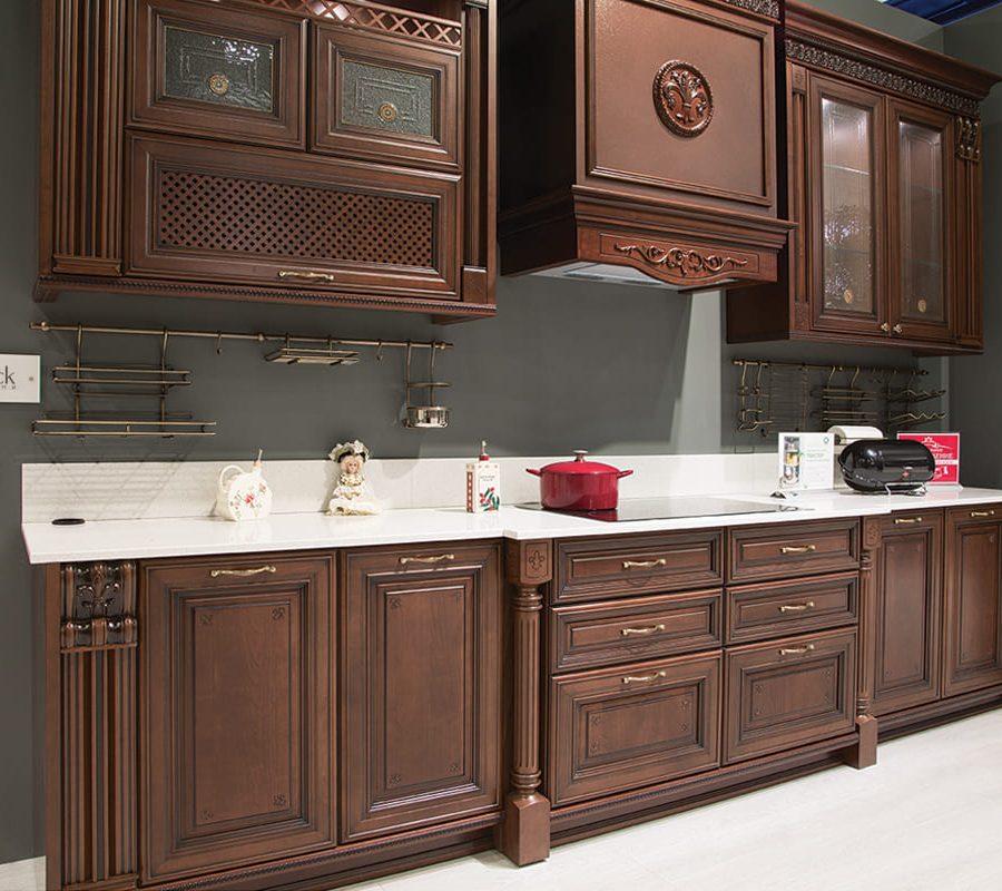 кухня цвета темный орех